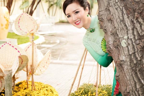 Hoa hậu Giáng My tổ chức chợ hoa Tết tại… nhà riêng ảnh 5