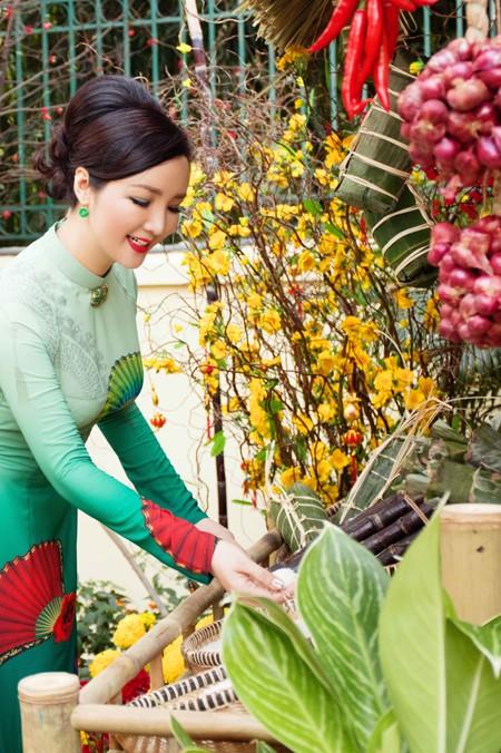 Hoa hậu Giáng My tổ chức chợ hoa Tết tại… nhà riêng ảnh 1