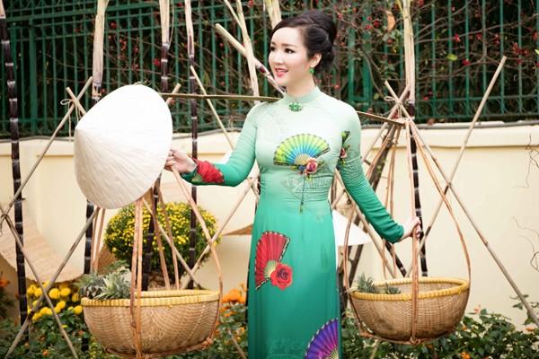 Hoa hậu Giáng My tổ chức chợ hoa Tết tại… nhà riêng ảnh 6