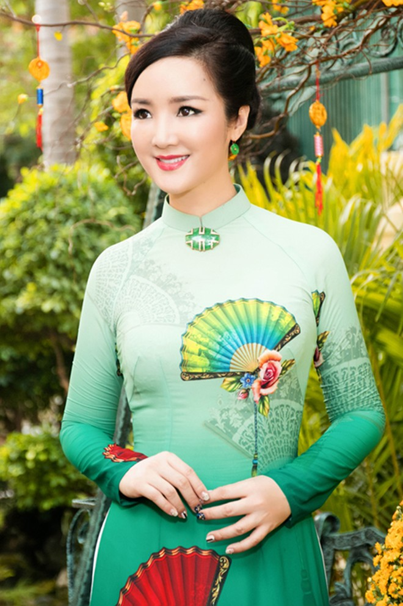 Hoa hậu Giáng My tổ chức chợ hoa Tết tại… nhà riêng ảnh 3
