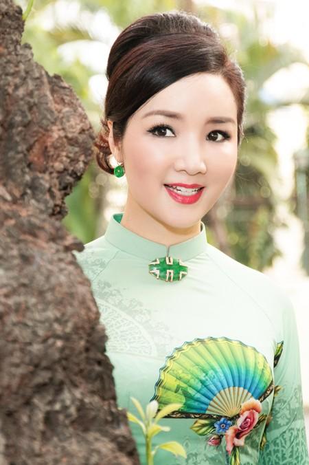 Hoa hậu Giáng My tổ chức chợ hoa Tết tại… nhà riêng ảnh 4
