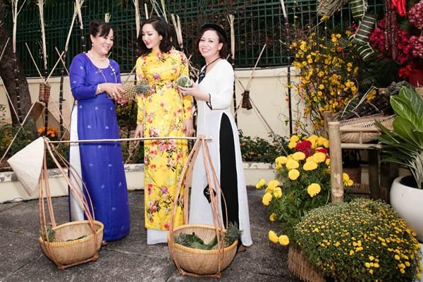 Hoa hậu Giáng My tổ chức chợ hoa Tết tại… nhà riêng ảnh 9