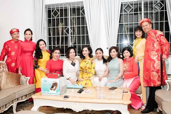 Hoa hậu Giáng My tổ chức chợ hoa Tết tại… nhà riêng ảnh 13