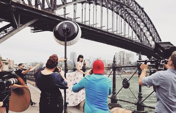 Hé lộ hậu trường chụp ảnh hoành tráng của siêu mẫu quốc tế Jessica Minh Anh ảnh 2