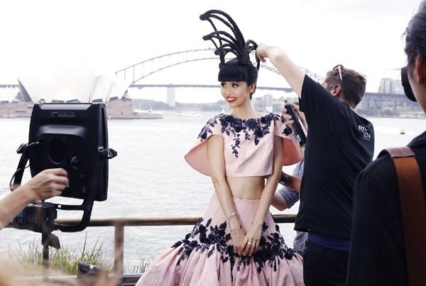 Hé lộ hậu trường chụp ảnh hoành tráng của siêu mẫu quốc tế Jessica Minh Anh ảnh 5