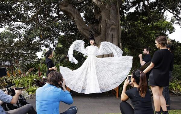 Hé lộ hậu trường chụp ảnh hoành tráng của siêu mẫu quốc tế Jessica Minh Anh ảnh 8