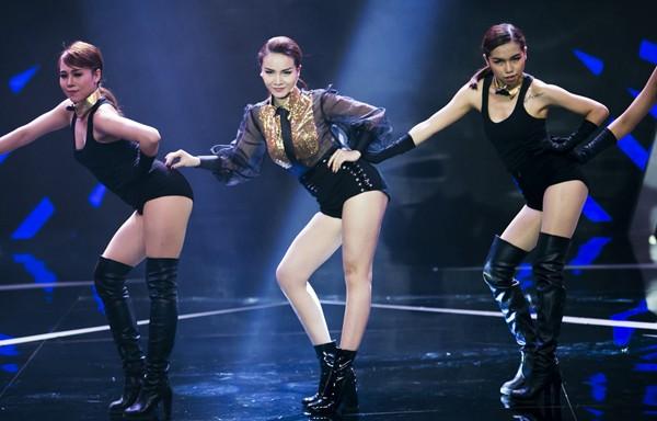"""Yến Trang """"nóng bỏng"""" trên sân khấu """"1.000 độ hót"""" ảnh 3"""