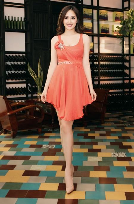 Hoa hậu Mai Phương Thuý diện đầm kiệm vải khoe vóc dáng gợi cảm ảnh 3