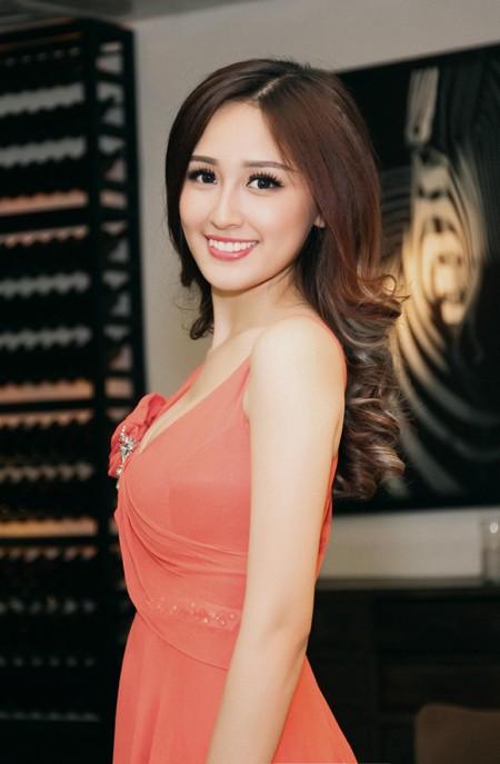 Hoa hậu Mai Phương Thuý diện đầm kiệm vải khoe vóc dáng gợi cảm ảnh 8