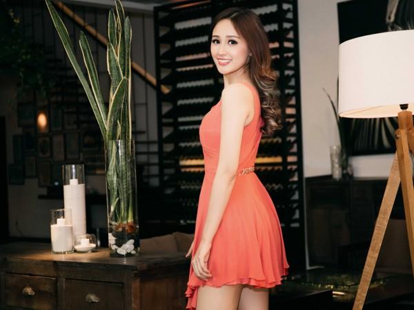 Hoa hậu Mai Phương Thuý diện đầm kiệm vải khoe vóc dáng gợi cảm ảnh 9