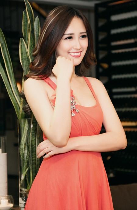 Hoa hậu Mai Phương Thuý diện đầm kiệm vải khoe vóc dáng gợi cảm ảnh 5