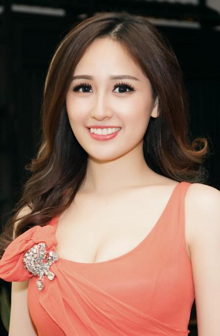 Hoa hậu Mai Phương Thuý diện đầm kiệm vải khoe vóc dáng gợi cảm ảnh 4