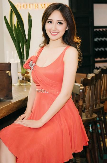 Hoa hậu Mai Phương Thuý diện đầm kiệm vải khoe vóc dáng gợi cảm ảnh 7