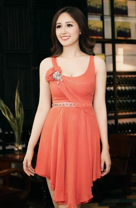Hoa hậu Mai Phương Thuý diện đầm kiệm vải khoe vóc dáng gợi cảm ảnh 2