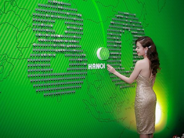 """""""Nóng"""" với bộ váy te tua của Hoàng Thuỳ Linh trên sân khấu ảnh 2"""