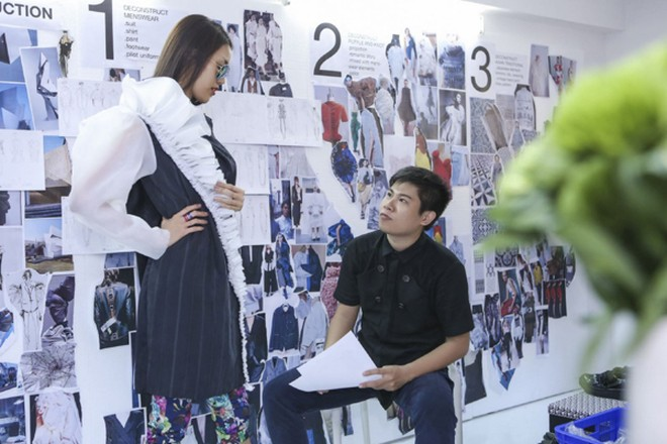 """Lan Khuê """"đội nắng"""" đi thử trang phục tham dự Vietnam International Fashion Week 2016 ảnh 6"""