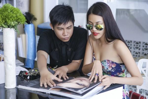 """Lan Khuê """"đội nắng"""" đi thử trang phục tham dự Vietnam International Fashion Week 2016 ảnh 9"""