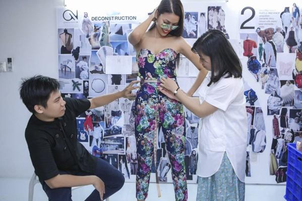"""Lan Khuê """"đội nắng"""" đi thử trang phục tham dự Vietnam International Fashion Week 2016 ảnh 3"""