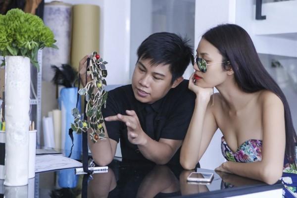 """Lan Khuê """"đội nắng"""" đi thử trang phục tham dự Vietnam International Fashion Week 2016 ảnh 10"""
