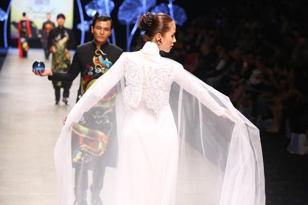 """Lương Thế Thành - Thuý Diễm tái hiện """"đám cưới"""" trên sàn catwalk ảnh 8"""