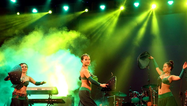 """Vũ đoàn Sadie """"đốt cháy"""" sân khấu Cung An Định bằng màn múa bụng nóng bỏng ảnh 11"""
