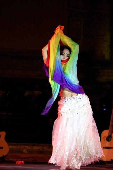Festival Huế: Màn múa bụng nóng bỏng giữa không gian trầm mặc ảnh 7