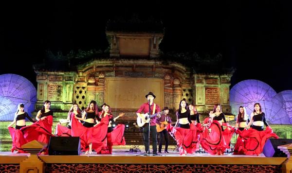 Festival Huế: Màn múa bụng nóng bỏng giữa không gian trầm mặc ảnh 3