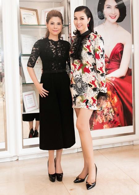 Trong lần hội ngộ hết sức tình cờ này, Thanh Thảo và Thanh Mai đã có nhiều thời gian trò chuyện và cùng khoe sắc đẹp không tuổi khiến nhiều người ngưỡng mộ.