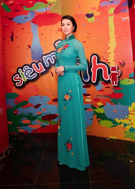 """MC Thanh Mai thay 4 trang phục trên """"ghế nóng"""" ảnh 2"""