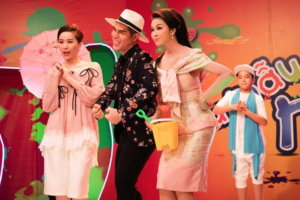 """MC Thanh Mai thay 4 trang phục trên """"ghế nóng"""" ảnh 1"""