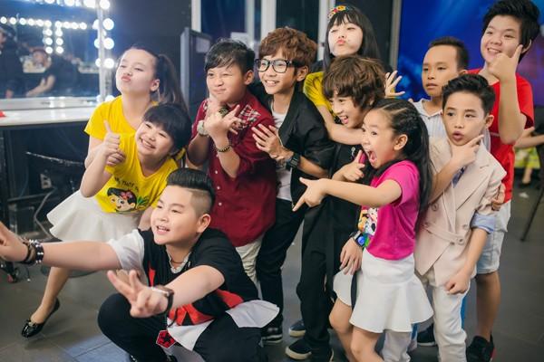 MC Thảo My duyên dáng động viên em ruột trên sân khấu Vietnam Idol Kids ảnh 8