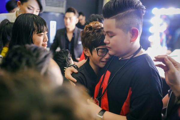 MC Thảo My duyên dáng động viên em ruột trên sân khấu Vietnam Idol Kids ảnh 2