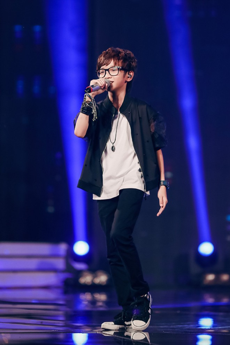 MC Thảo My duyên dáng động viên em ruột trên sân khấu Vietnam Idol Kids ảnh 5