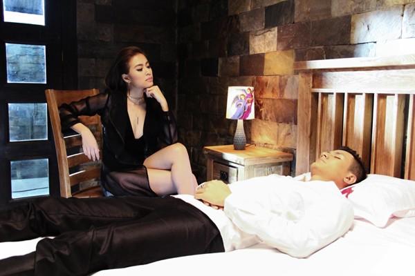 Hoàng Thùy Linh nóng bỏng khóa môi Vĩnh Thụy trong MV mới ảnh 7