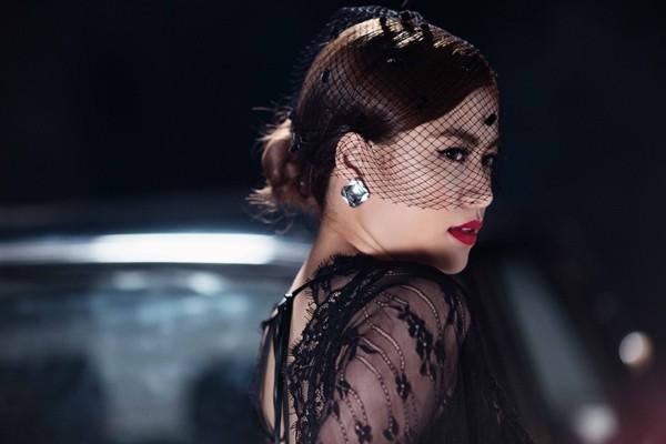 Hoàng Thùy Linh nóng bỏng khóa môi Vĩnh Thụy trong MV mới ảnh 4