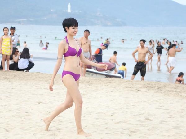 Các thí sinh tại Đà Nẵng catwalk ngay tại bãi biển.