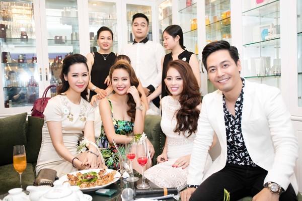 Hoàng Thùy Linh hội ngộ MC Phan Anh tại Hà Nội ảnh 8