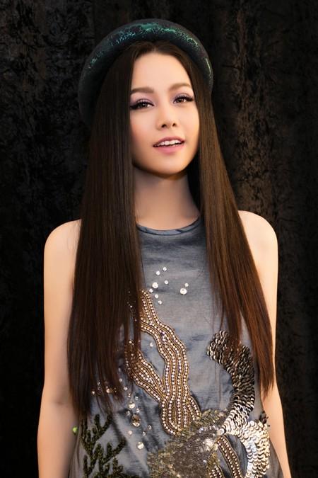 Nhật Kim Anh trẻ trung khoe lưng trần với áo yếm ảnh 6