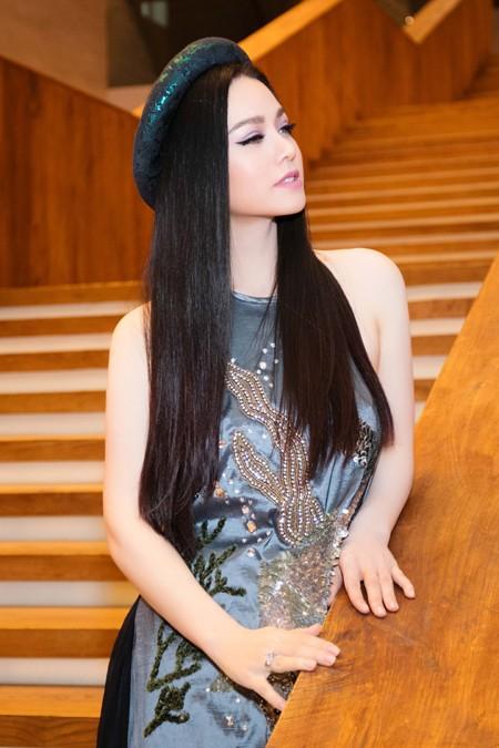 Nhật Kim Anh trẻ trung khoe lưng trần với áo yếm ảnh 3