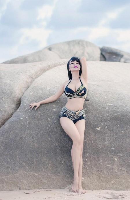 Để tôn lên được vẻ đẹp trời phú với những đường cong đầy quyến rũ, Lê Kiều Như thường tự thiết kế cho mình những bộ bikini để vừa vặn với cơ thể.