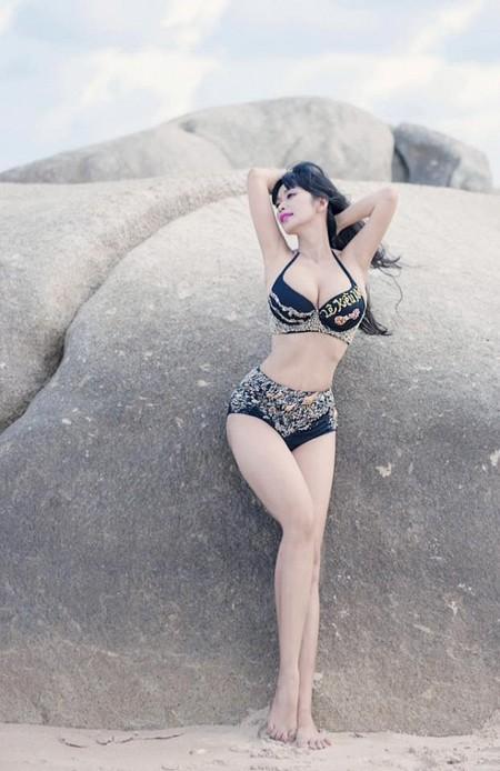 Sở hữu hình thể với vóc dáng chuẩn và làn da trắng hồng tuyệt đẹp, Lê Kiều Như thích thực hiện những bộ ảnh nóng bỏng với trang phục bikini.