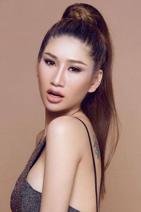 """Người mẫu Quỳnh Thi """"hút hồn"""" với vòng 1 căng tràn gợi cảm ảnh 4"""