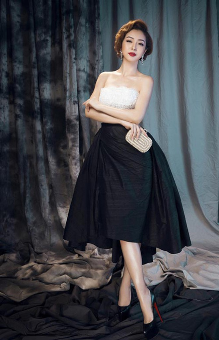 Jennifer Phạm khoe đường cong quyến rũ với các thiết kế của Lê Thanh Hoà
