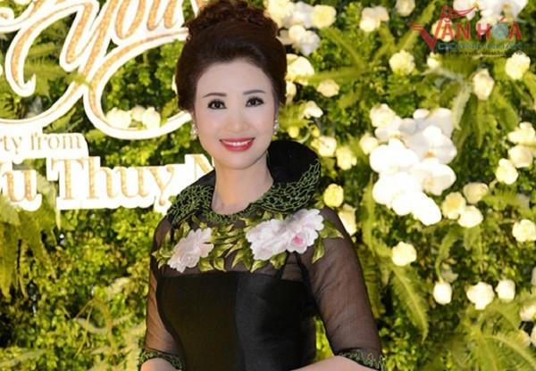"""Trở về từ Mỹ sau cuộc thi """"Hoa hậu doanh nhân thành đạt thế giới người Việt 2016"""", doanh nhân Vũ Thúy Nga đã tổ chức buổi tiệc mừng chiến thắng khi chị vượt qua 30 thí sinh xuất sắc để giành ngôi vị cao nhất - Hoa hậu của cuộc thi."""