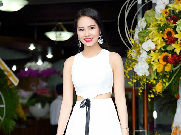 """Dương Kim Ánh diện đầm cách điệu khoe """"vòng eo con kiến"""" ảnh 7"""
