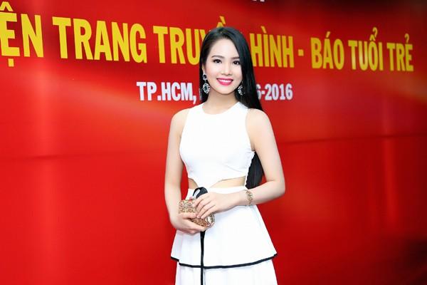 """Dương Kim Ánh diện đầm cách điệu khoe """"vòng eo con kiến"""" ảnh 2"""