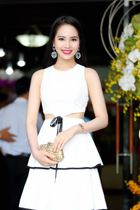 """Dương Kim Ánh diện đầm cách điệu khoe """"vòng eo con kiến"""" ảnh 5"""