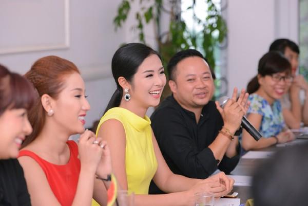 NTK Anh Thư, Trúc Ly, doanh nhân Chu Việt Anh, ca sỹ Minh Chuyên, Việt Tú cùng nhiều bạn trẻ đang hoạt động trong lĩnh vực truyền thông quan tâm tới chủ đề này cũng có mặt tham dự chương trình.