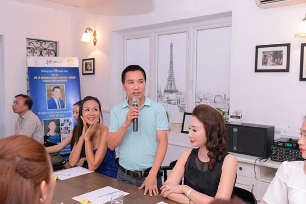 Theo đó, buổi toạ đàm diễn ra dưới sự dẫn dắt của chuyên gia - nhà báo Ngô Bá Lục và Hoa hậu Trần Bảo Ngọc.