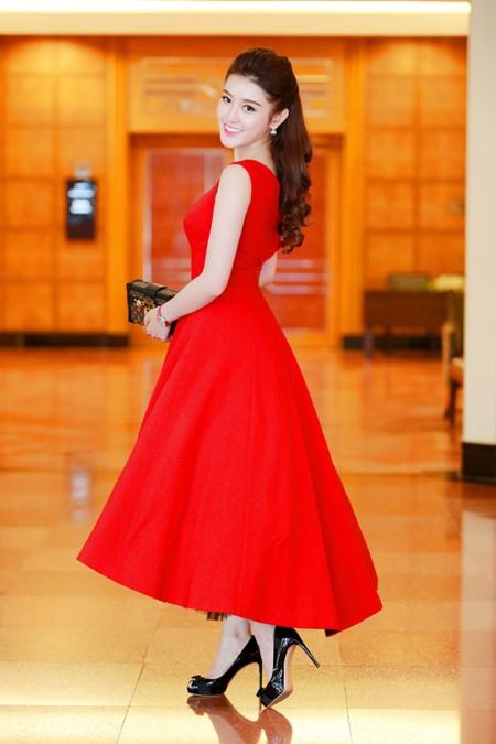 Vừa qua Á hậu Huyền My đã tạm gác lại rất nhiều công việc để lên đường sang Anh du học ngắn hạn chuyên ngành nghệ thuật và thời trang tại trường đại học BPP, London. Ngày 24-6, cô đã trở về Việt Nam và tạm kết thúc khoá học thú vị của mình.